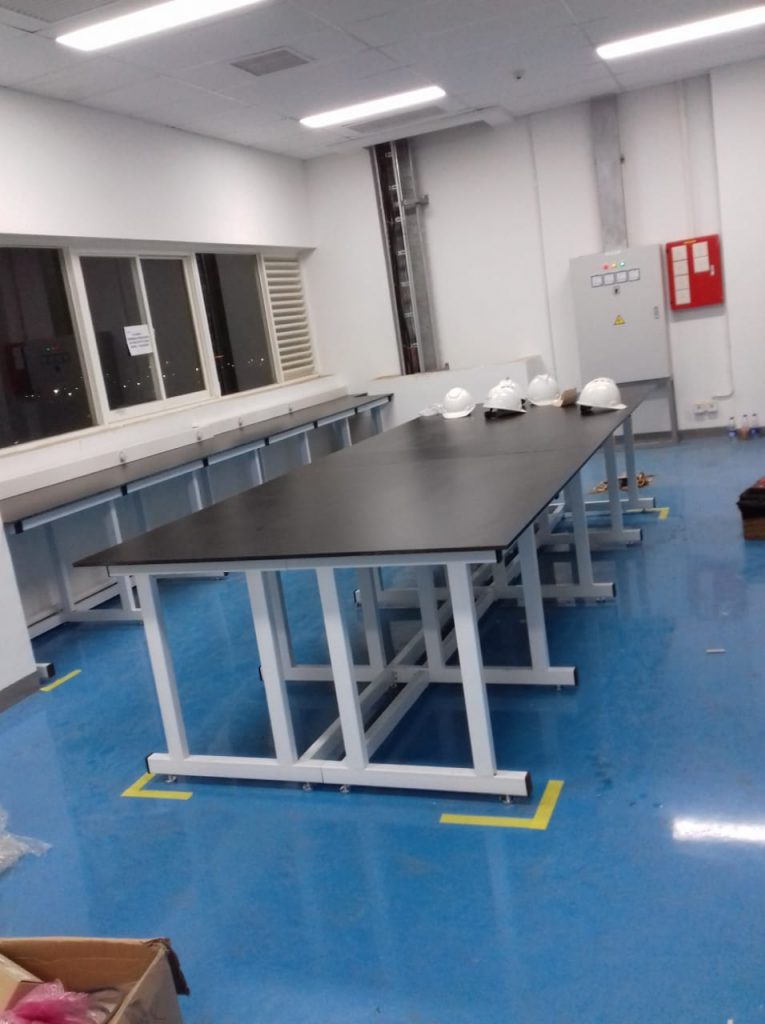 fungsi meja laboratorium
