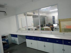 bahan meja laboratorium